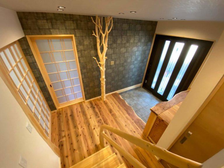 槙枝長、杉杢板(玄関框、下駄箱天板)
