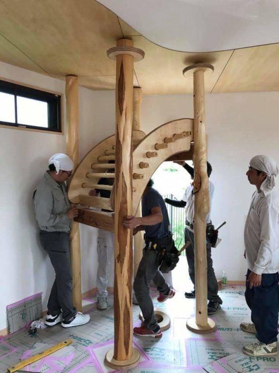 自然木施工中