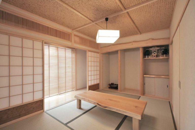 絞丸太(床柱)、桧タイコ、杉板、海布丸太(天井)