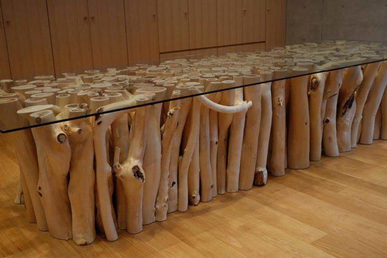 杉枝丸太のテーブル