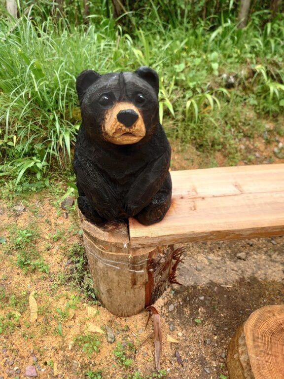 チエンソーアート(熊とベンチ)